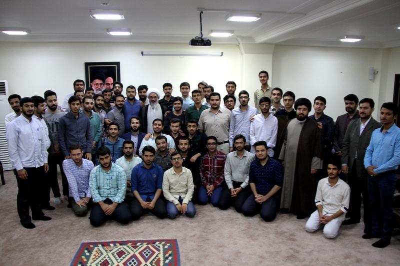 دیدار اعضای تشکل های دانشجویی دانشگاه های استان بوشهر با آیت الله صفایی بوشهری