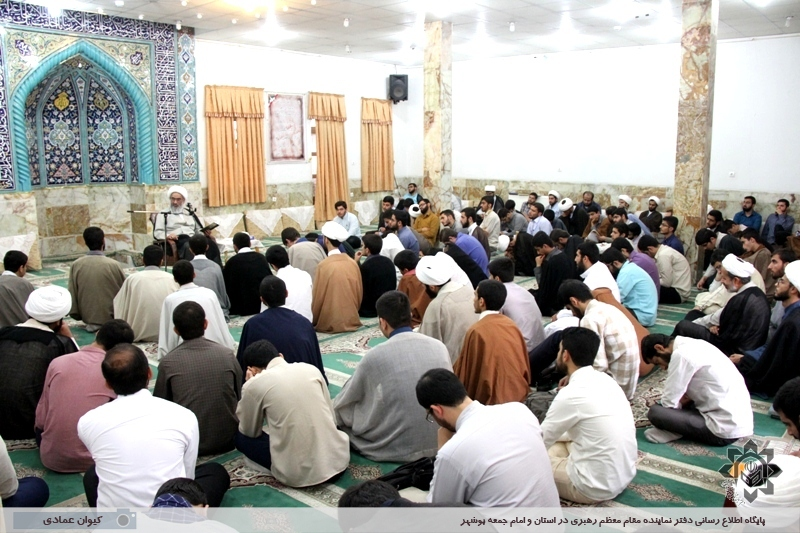 درس اخلاق آیت الله صفایی بوشهری در جمع طلاب و روحانیون