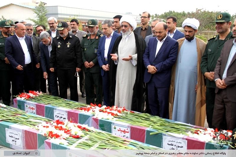 استقبال از پیکرهای پاک 8 شهید گمنام دفاع مقدس در فرودگاه بوشهر