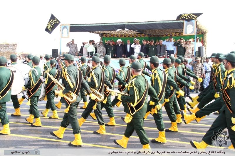 رژه نیروی مسلح استان بوشهر در هفته دفاع مقدس