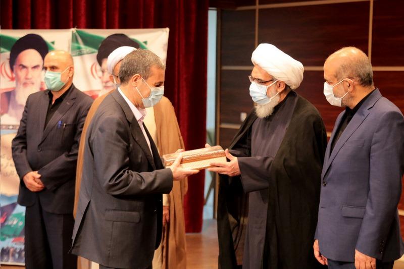 مراسم تکریم و معارفه استاندار بوشهر با حضور آیت الله صفایی بوشهری