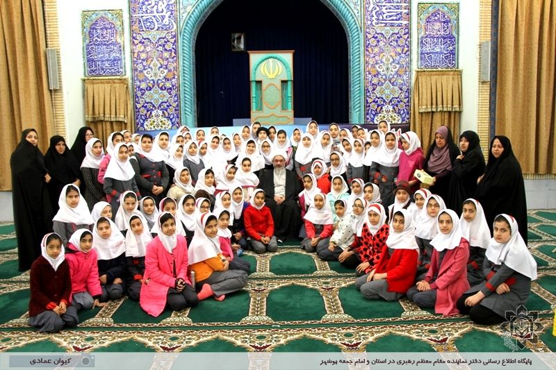 دیدار دانش آموزان دختر دبستان اخوت بوشهر با آیت الله صفایی بوشهری